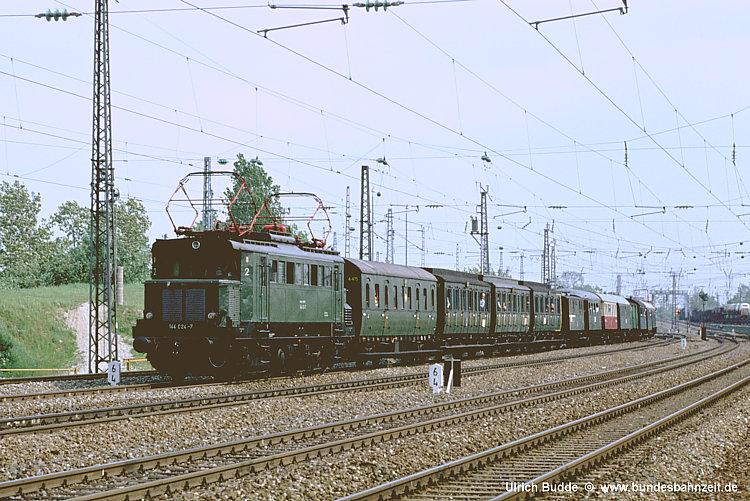 http://www.bundesbahnzeit.de/dso/100J_elektrische_Eisenbahn/b09-144_024.jpg