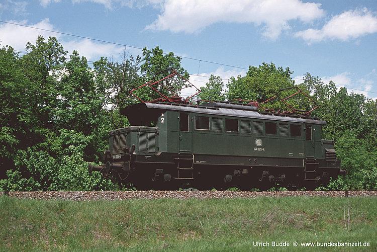 http://www.bundesbahnzeit.de/dso/100J_elektrische_Eisenbahn/b12-144_025.jpg