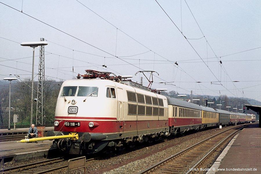 http://www.bundesbahnzeit.de/dso/103_118/b01-103_118.jpg