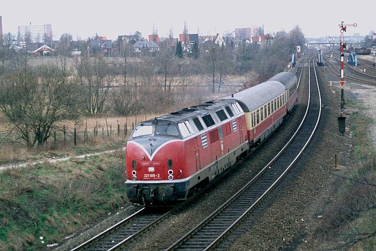 Züge in Langeweihla/Schnellzüge B17-221_109