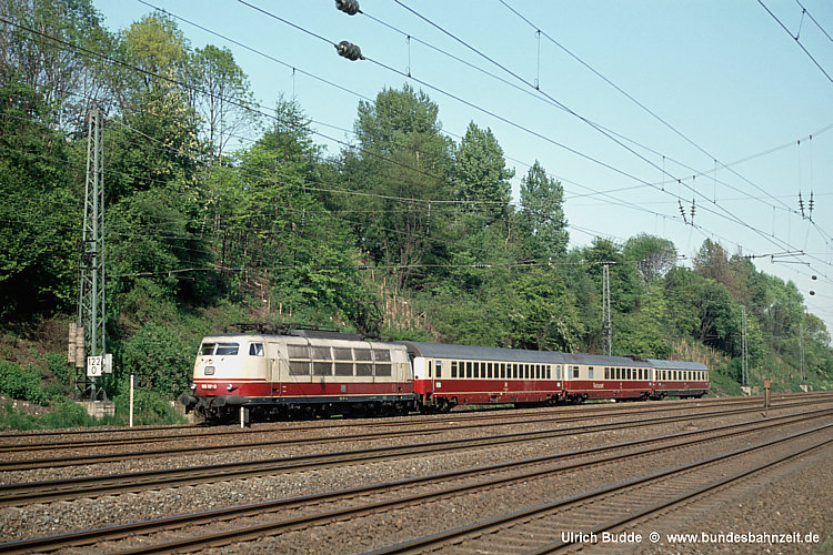 http://www.bundesbahnzeit.de/dso/50Jahre_TEE/b23-103_117.jpg