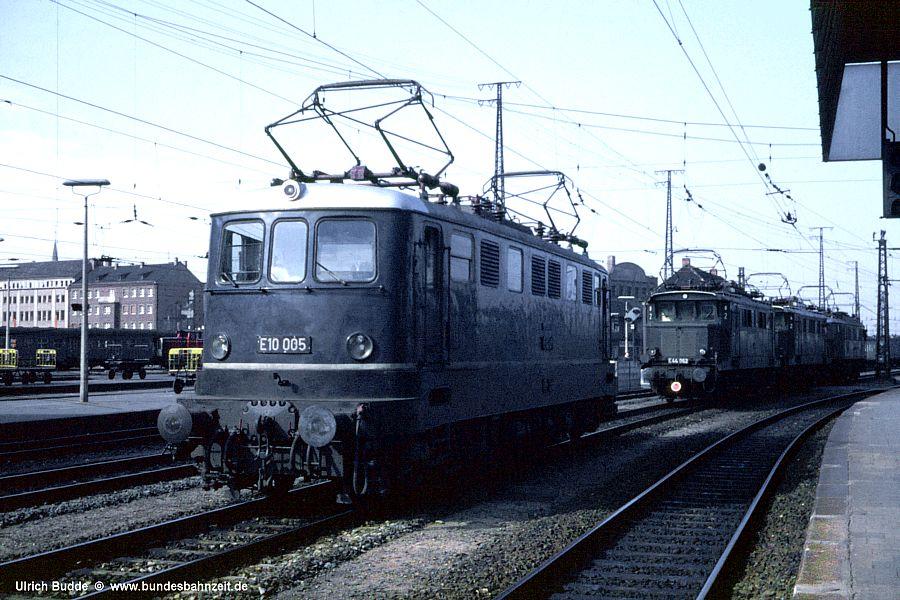 http://www.bundesbahnzeit.de/dso/5JahreHiFo/b02-E10_005.jpg