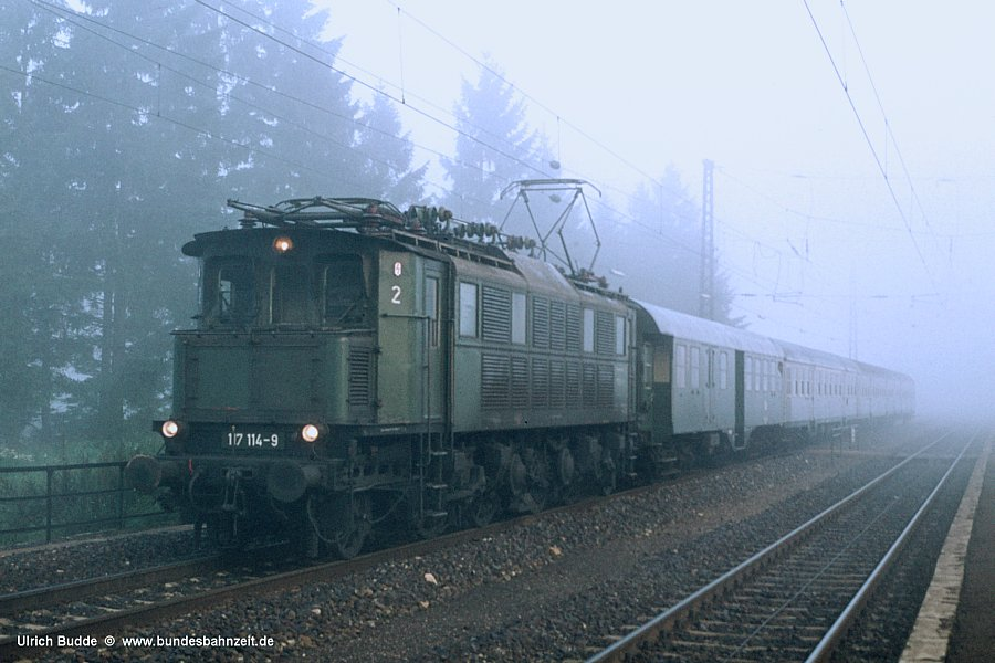 http://www.bundesbahnzeit.de/dso/Altbau-Elloks_BD_Aug/b10-117_114.jpg