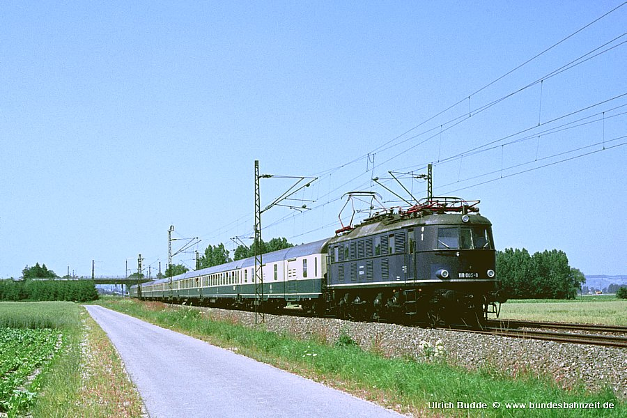http://www.bundesbahnzeit.de/dso/Altbau-Elloks_BD_Aug/b13-118_005.jpg