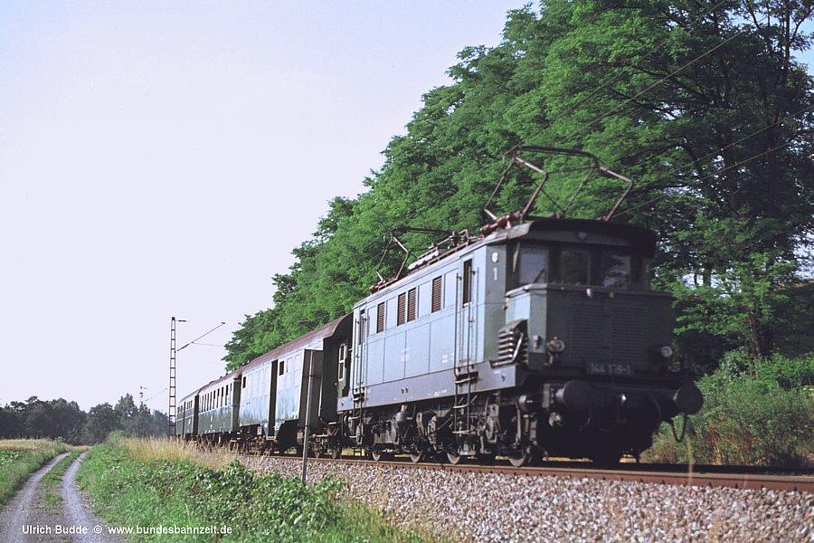 http://www.bundesbahnzeit.de/dso/Altbau-Elloks_BD_Kar/b01-144_159.jpg