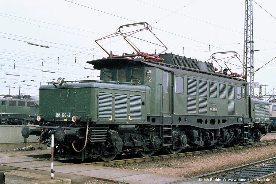 http://www.bundesbahnzeit.de/dso/Altbau-Elloks_BD_Kar/b05-194_186.jpg