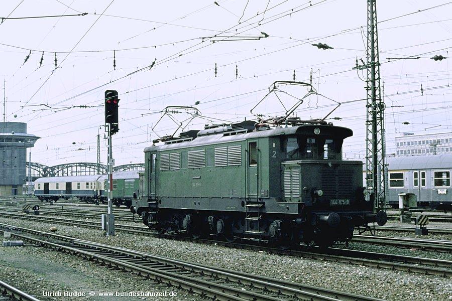 http://www.bundesbahnzeit.de/dso/Altbau-Elloks_BD_Mu-H/b08-144_165.jpg