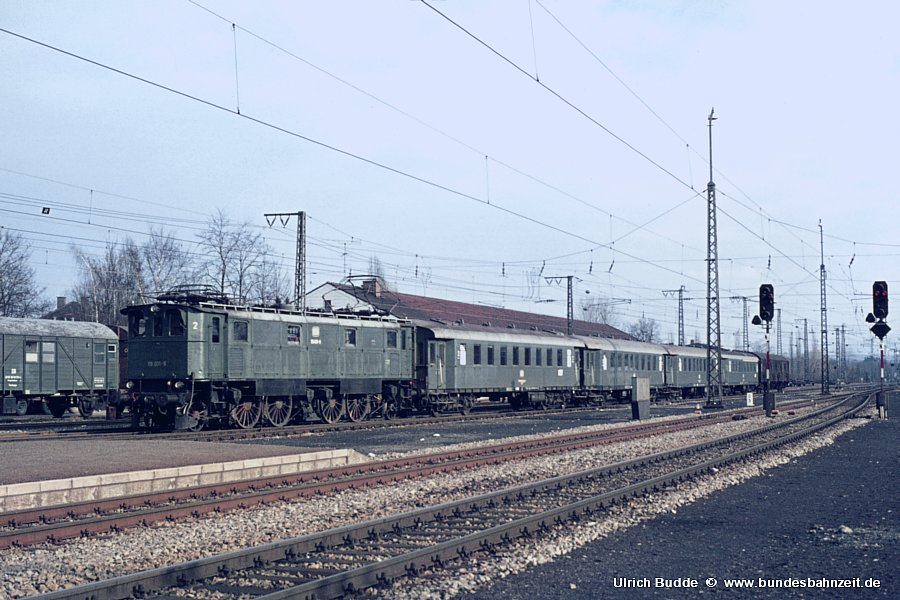 http://www.bundesbahnzeit.de/dso/Altbau-Elloks_BD_Mu-R/b01-116_001.jpg