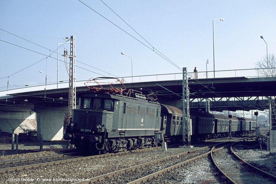 http://www.bundesbahnzeit.de/dso/Altbau-Elloks_BD_Mu-R/b06-144_028.jpg