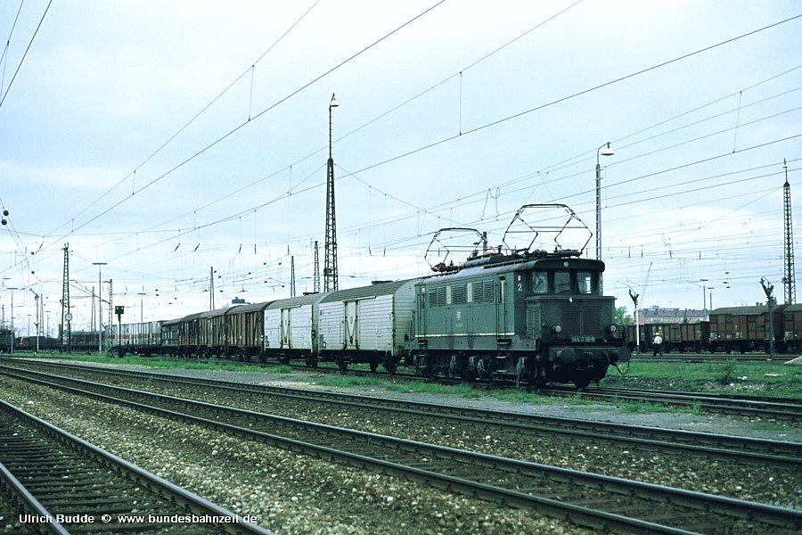 http://www.bundesbahnzeit.de/dso/Altbau-Elloks_BD_Mu-S/b05-144_028.jpg