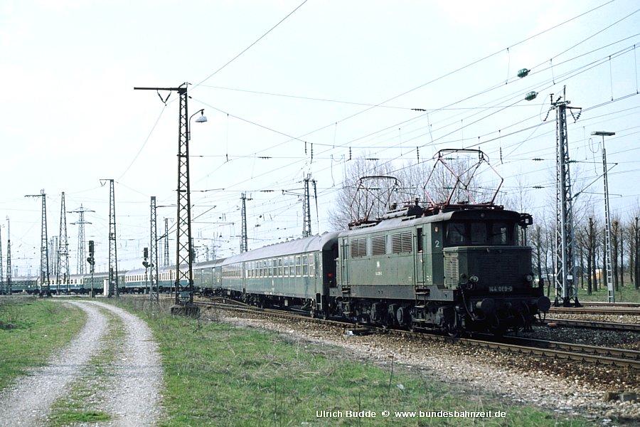 http://www.bundesbahnzeit.de/dso/Altbau-Elloks_BD_Mu-S/b07-144_089.jpg