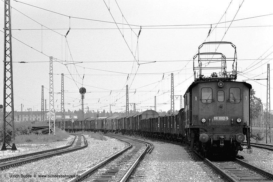 http://www.bundesbahnzeit.de/dso/Altbau-Elloks_BD_Mu-S/b09-191_002.jpg