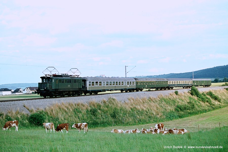 http://www.bundesbahnzeit.de/dso/Altbau-Elloks_BD_Stg/b03-144_023.jpg