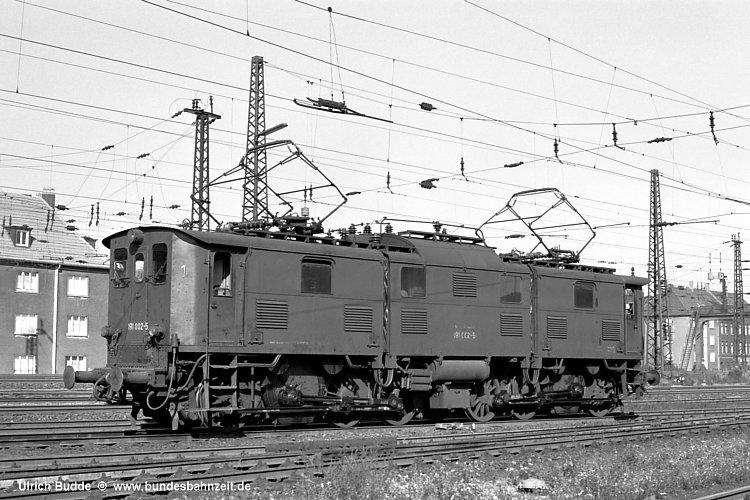 http://www.bundesbahnzeit.de/dso/Altbau-Elloks_im_Revier/b05-191_002.jpg