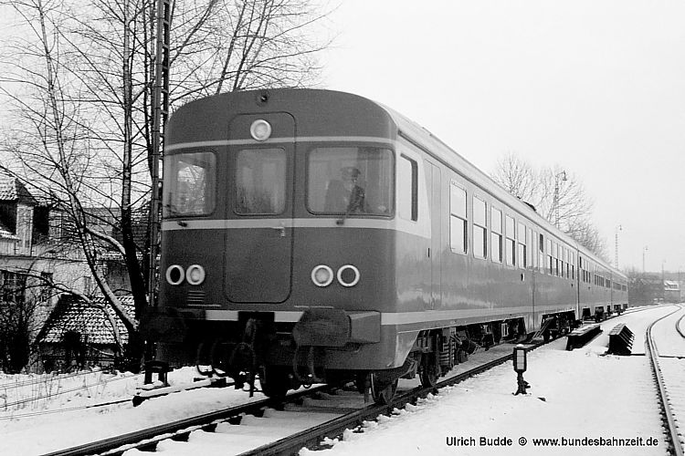 http://www.bundesbahnzeit.de/dso/Altenbeken68/b22-VT24_605.jpg