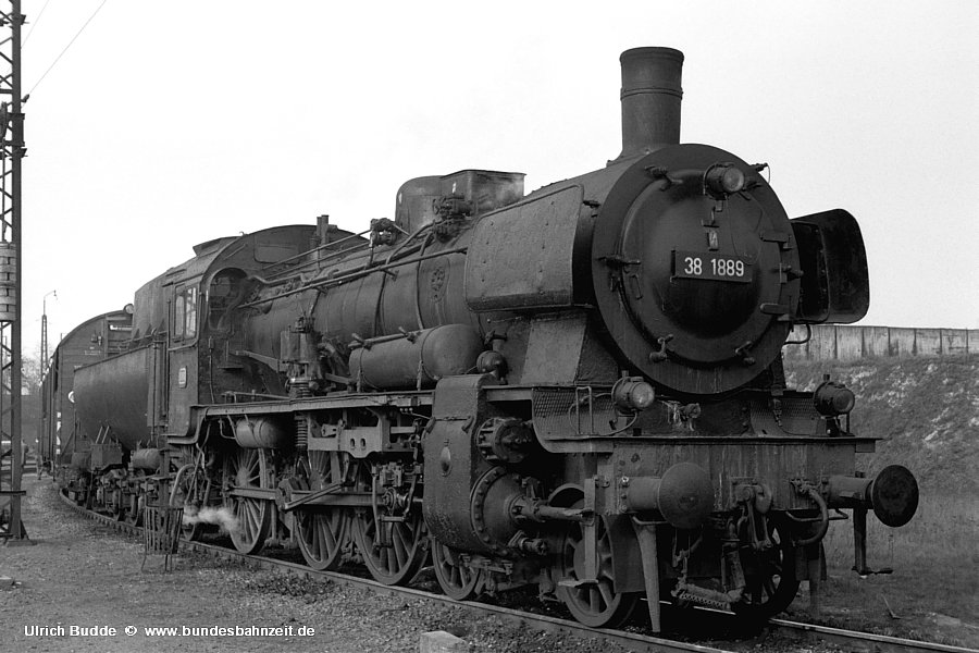 http://www.bundesbahnzeit.de/dso/Deutzerfeld-sw/b09-38_1889.jpg