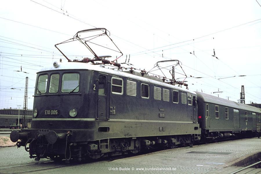 http://www.bundesbahnzeit.de/dso/E10.0-Die_Prototypen/b06-E10_005.jpg
