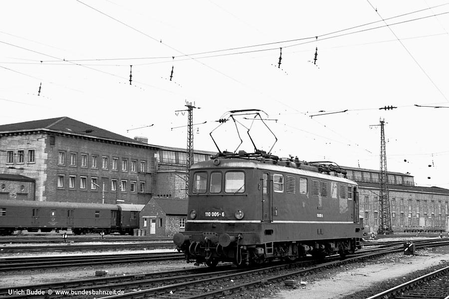 http://www.bundesbahnzeit.de/dso/E10.0-Die_Prototypen/b07-110_005.jpg