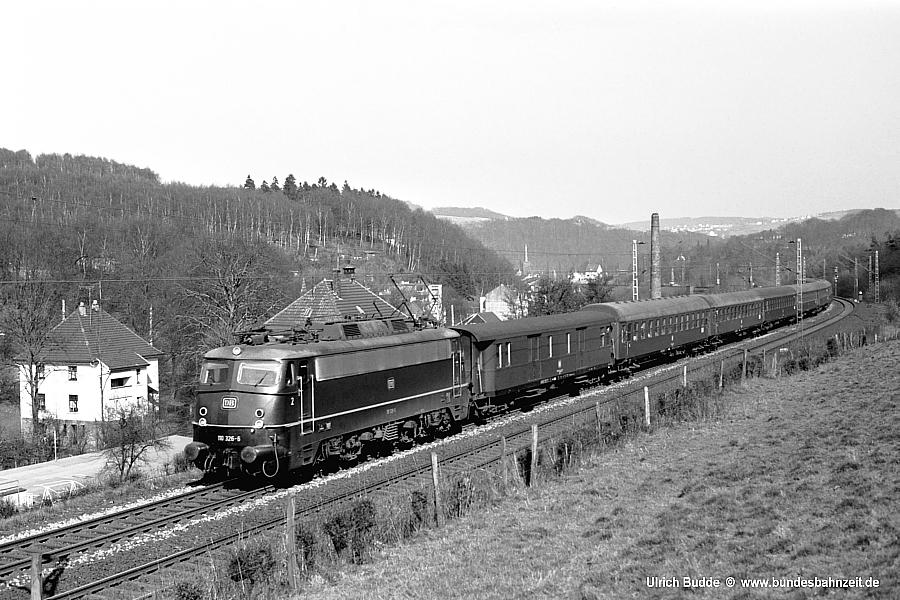 http://www.bundesbahnzeit.de/dso/E10.1-DIE_Schnellzuglok/b01-110_326.jpg
