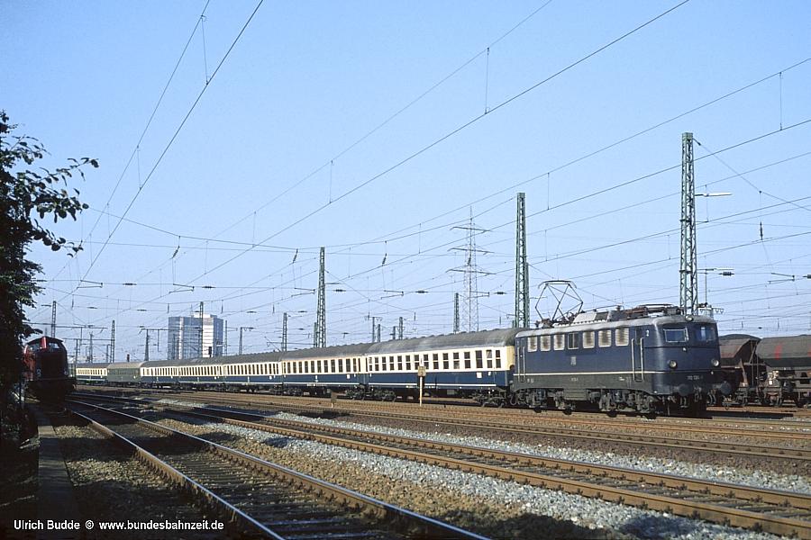 http://www.bundesbahnzeit.de/dso/E10.1-DIE_Schnellzuglok/b04-110_136.jpg