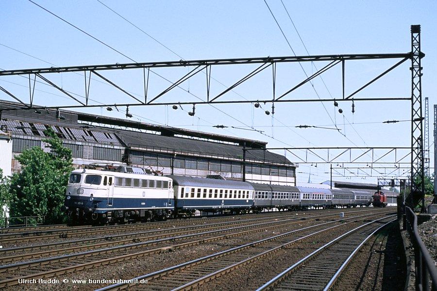 http://www.bundesbahnzeit.de/dso/E10.1-DIE_Schnellzuglok/b06-110_301.jpg