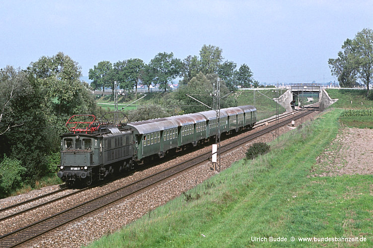 http://www.bundesbahnzeit.de/dso/E17/b05-117_105.jpg