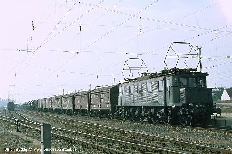 http://www.bundesbahnzeit.de/dso/E17/b09-117_122.jpg