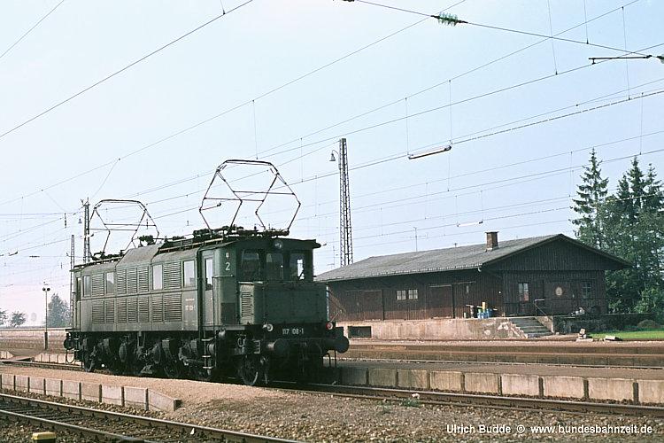 http://www.bundesbahnzeit.de/dso/E17/b10-117_108.jpg