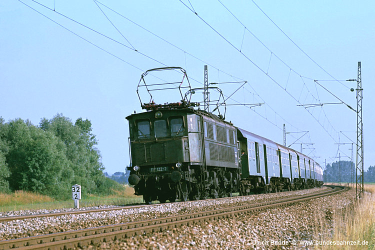 http://www.bundesbahnzeit.de/dso/E17/b12-117_122.jpg