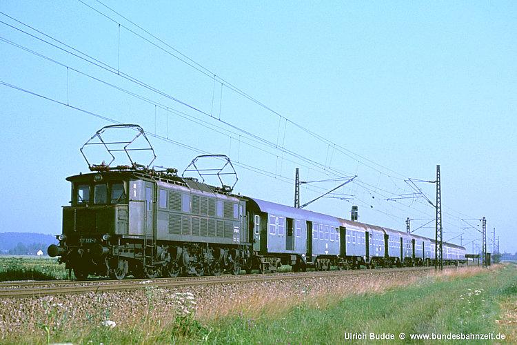 http://www.bundesbahnzeit.de/dso/E17/b13-117_122.jpg