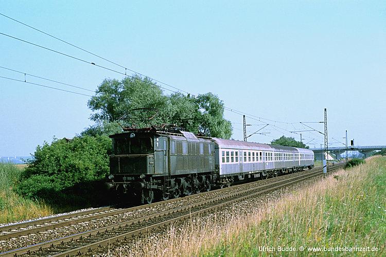 http://www.bundesbahnzeit.de/dso/E17/b14-117_106.jpg
