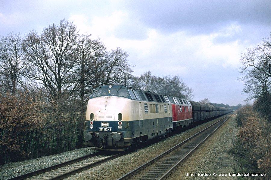 http://www.bundesbahnzeit.de/dso/Emsland-Diesel/b33-221_142+221_102.jpg