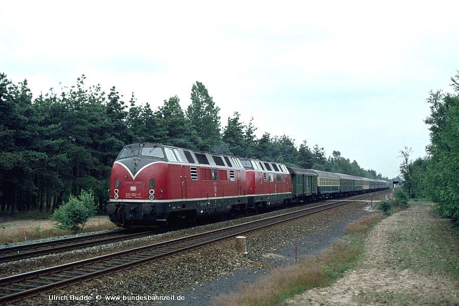 http://www.bundesbahnzeit.de/dso/Emsland-Diesel/b37-221_102+220_068.jpg