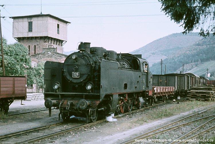 http://www.bundesbahnzeit.de/dso/HS/70-79/b33-MB_226.jpg