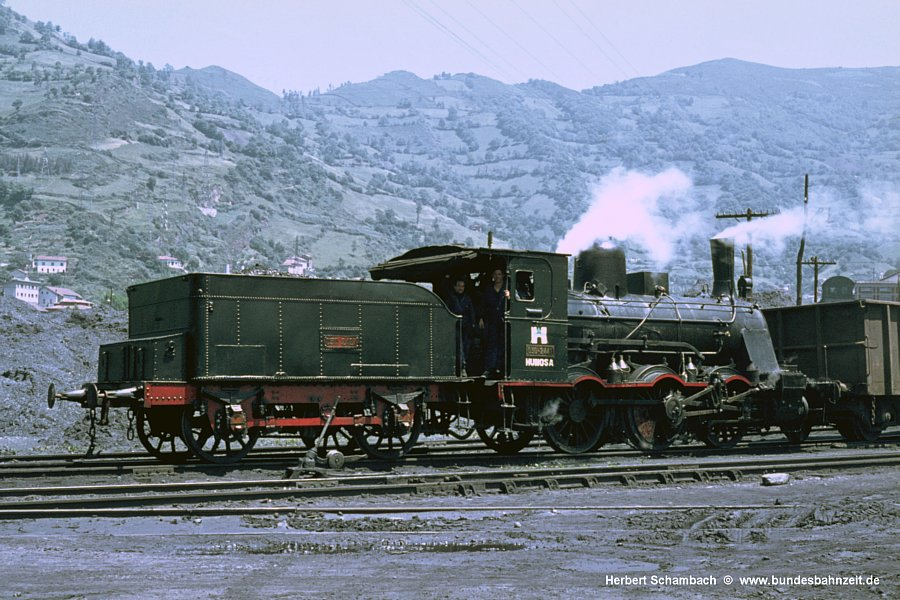 http://www.bundesbahnzeit.de/dso/HS/Asturien/b26-HUN_030-2441.jpg
