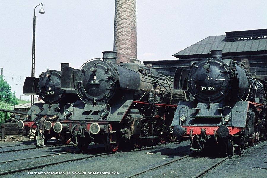 http://www.bundesbahnzeit.de/dso/HS/Deutzerfeld-Farbe/b05-03_252,39_015,03_077.jpg
