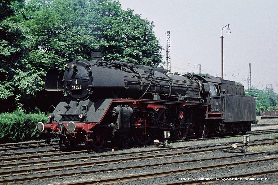 http://www.bundesbahnzeit.de/dso/HS/Deutzerfeld-Farbe/b06-03_252.jpg