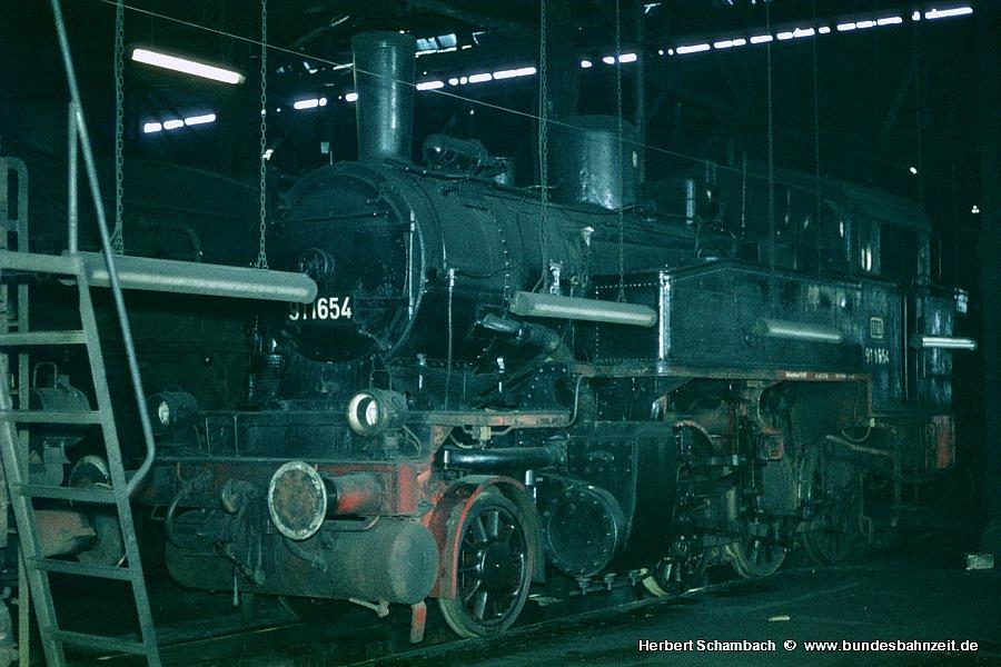 http://www.bundesbahnzeit.de/dso/HS/Deutzerfeld-Farbe/b15-91_1654.jpg