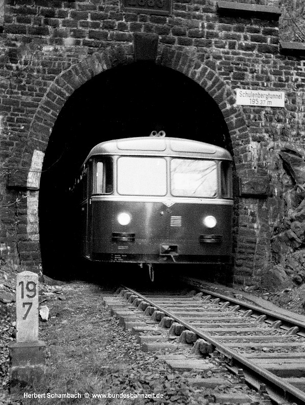 http://www.bundesbahnzeit.de/dso/HS/Hattingen/b08-VT95.jpg