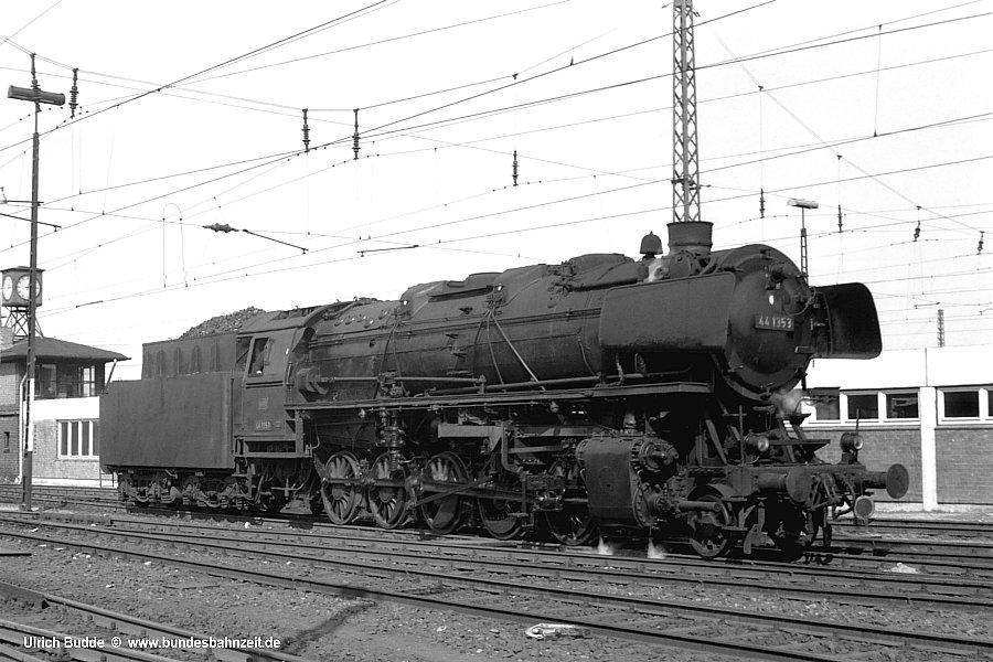 http://www.bundesbahnzeit.de/dso/Hamburg_68/b13-44_1353.jpg