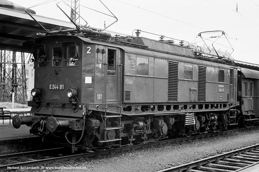 http://www.bundesbahnzeit.de/dso/Hoellentalbahn/b06-E244_01.jpg