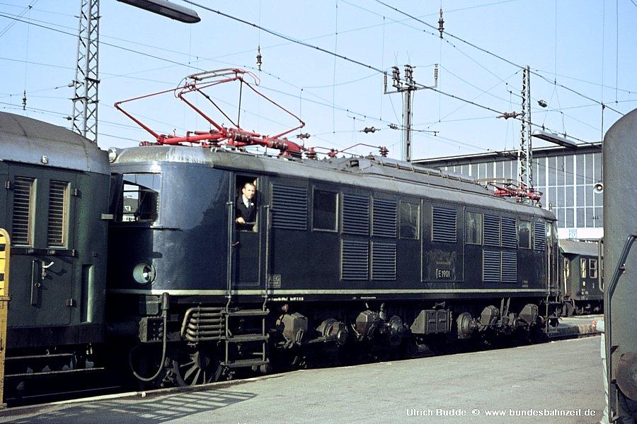 http://www.bundesbahnzeit.de/dso/Muenchen/b06-E19_01.jpg