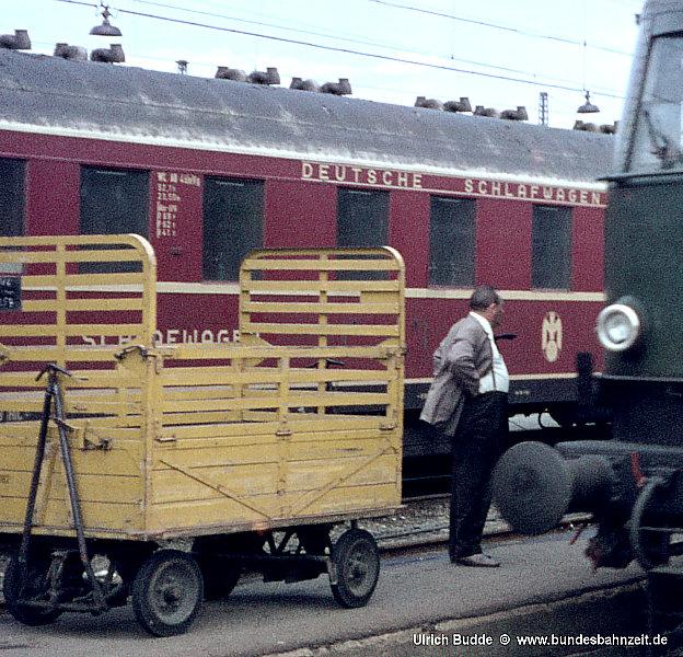 http://www.bundesbahnzeit.de/dso/Muenchen/b12-E18_055_Auss.jpg
