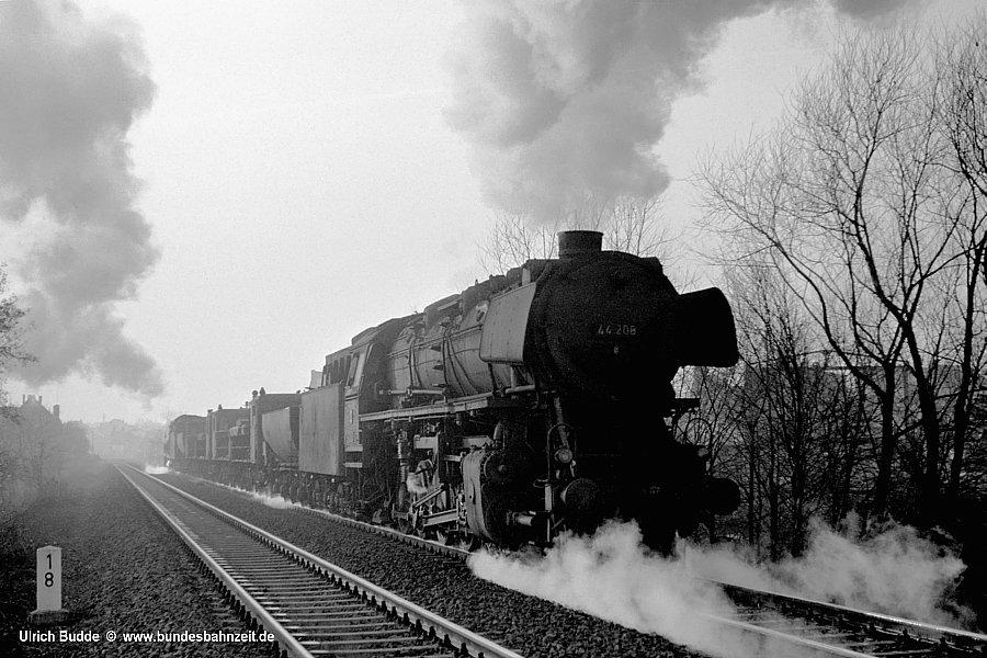 http://www.bundesbahnzeit.de/dso/Schienenschleifzug/b05-44_208.jpg