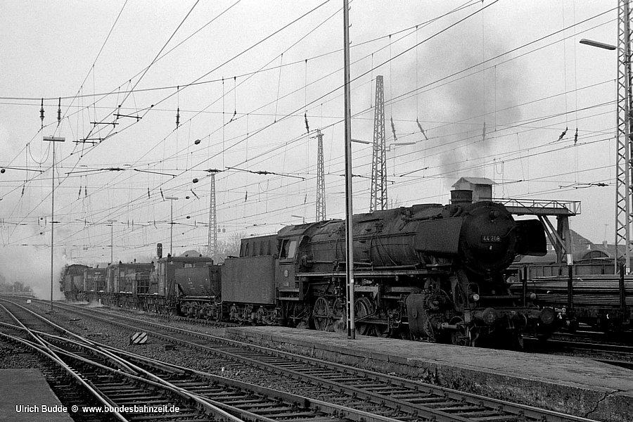 http://www.bundesbahnzeit.de/dso/Schienenschleifzug/b06-44_208.jpg