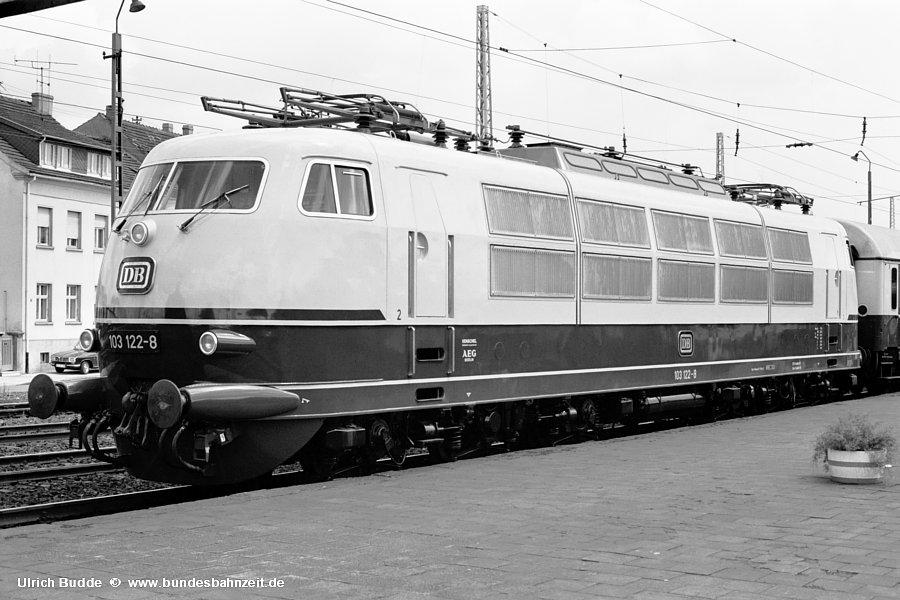 http://www.bundesbahnzeit.de/dso/Stromabnehmer_103/b12-103_122.jpg