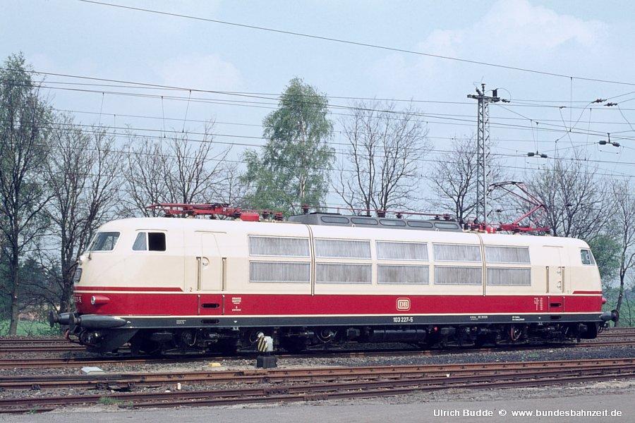 http://www.bundesbahnzeit.de/dso/Stromabnehmer_103/b16-103_227.jpg