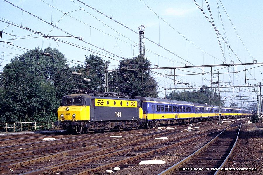 http://www.bundesbahnzeit.de/dso/Utrecht_89/b66-1148.jpg