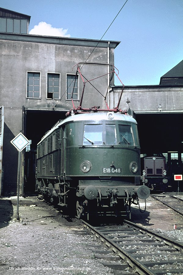 http://www.bundesbahnzeit.de/dso/Zierlinien_E18/b01-E18_048.jpg