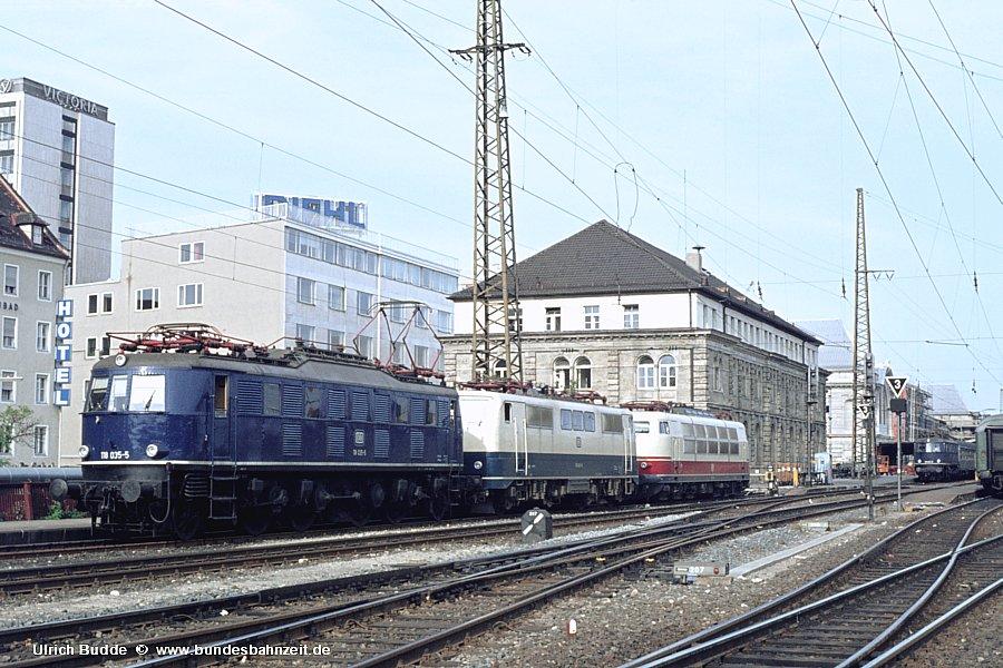 http://www.bundesbahnzeit.de/dso/Zierlinien_E18/b08-118_035.jpg